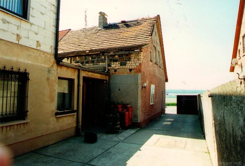 teilsanierte Doppelhaushälfte mit Gewerbeanteil