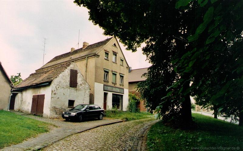 sanierungsbedürftiges Wohn-und Geschäftshaus, leerstehend
